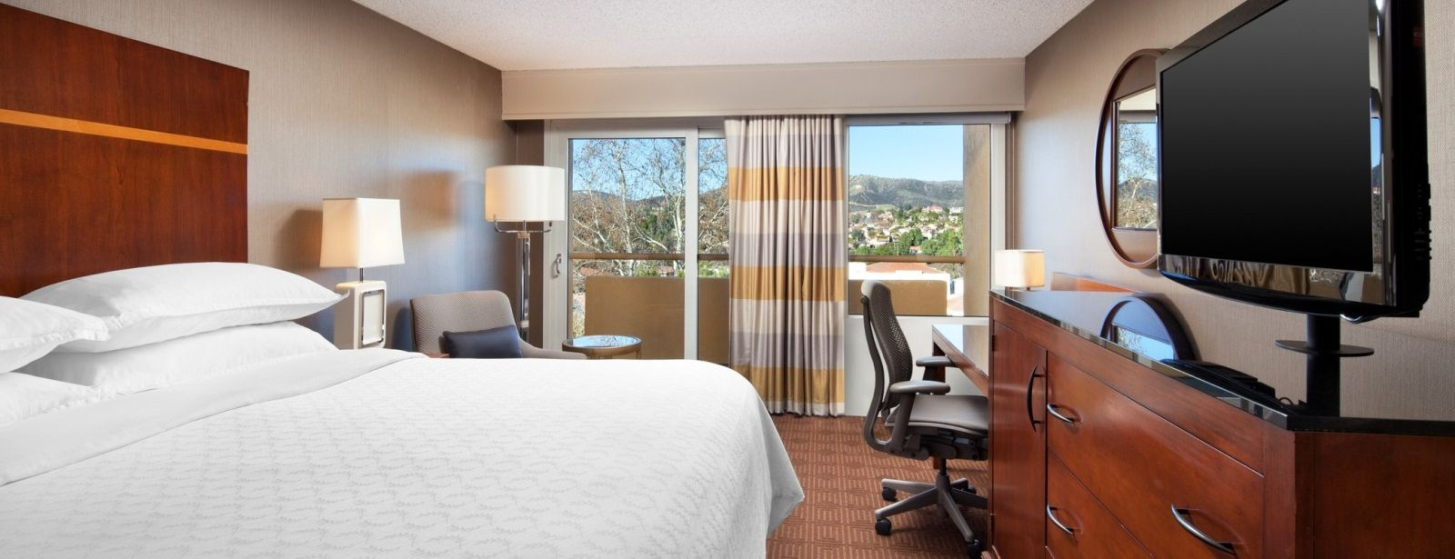 Sheraton Agoura Hills Hotel - Traditional Room